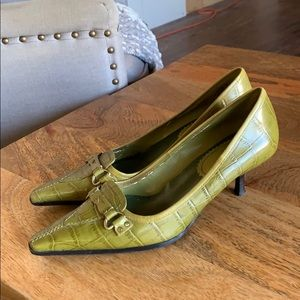 Enzo Angiolini kitten heeled pumps - olive green